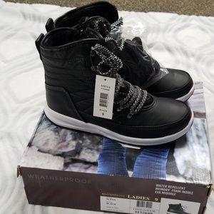 Weatherproof winter boots 9